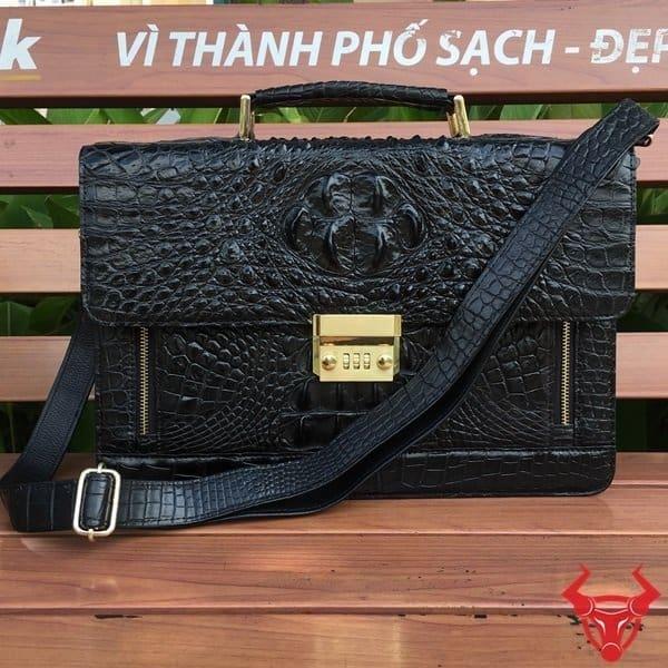 Túi Xách Chéo Cho Nam Da Cá Sấu CCS05-Đ giá chỉ 9,990,000₫